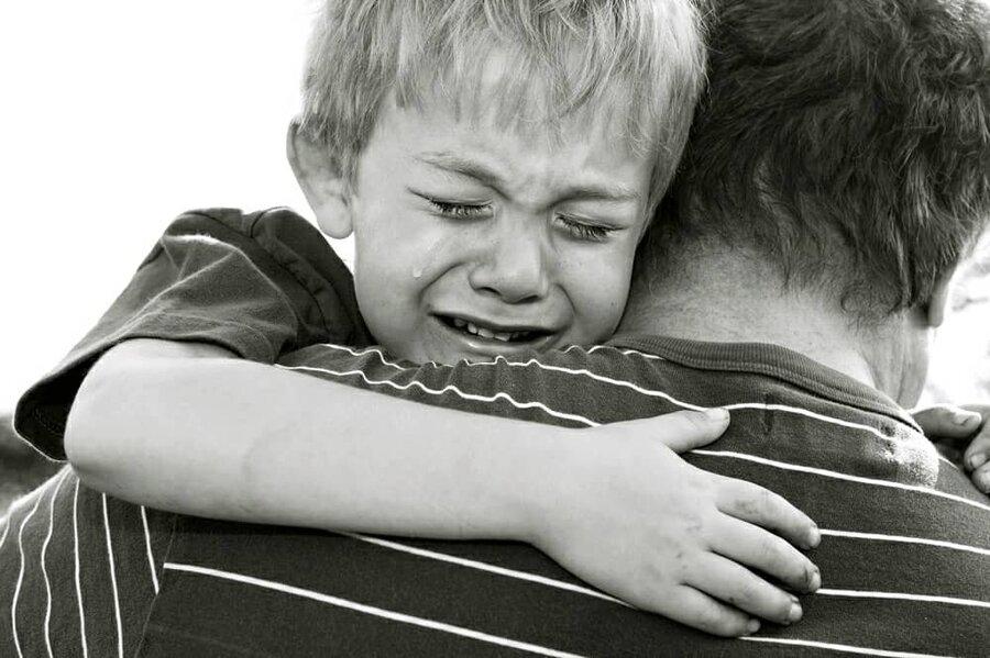 با کودکانی که والدینشان را از دست دادهاند چگونه برخورد کنیم؟