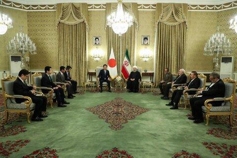 استقبال رسمی حسن روحانی از نخست وزیر ژاپن