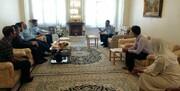 امیر نصیرزاده با خانواده خلبان زرتشتی نهاجا دیدار کرد