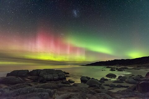 © James Stone (Australia), Aurora Australis from Beerbarrel Beach