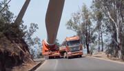 فیلم| پرههای غولپیکر توربین بادی در پیج و خم کوهستان