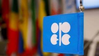 وزرای اوپک با تمدید توافق کاهش تولید نفت موافقت کردند
