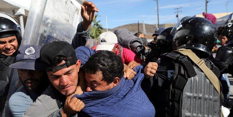 برخورد آمريكا با مهاجران