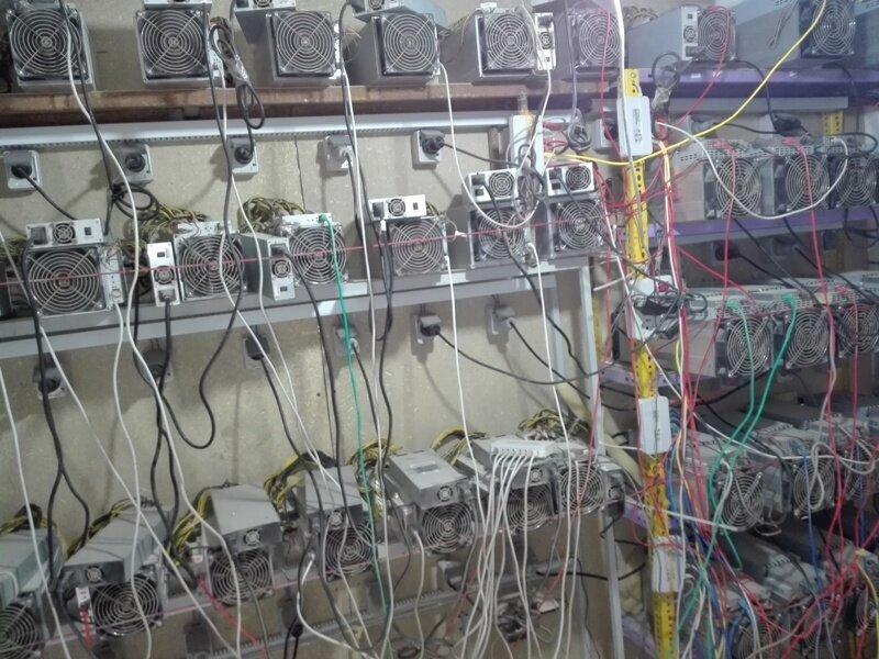 کشف ۶۰ دستگاه استخراج بیت کوین در یک اتوبوس