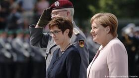تجلیل از قیام افسران ضد هیتلر در وزارت دفاع آلمان