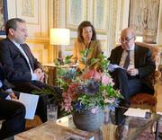 گفتوگوی عراقچی با وزیر خارجه فرانسه اروپا | مواضعاش را روشن کند