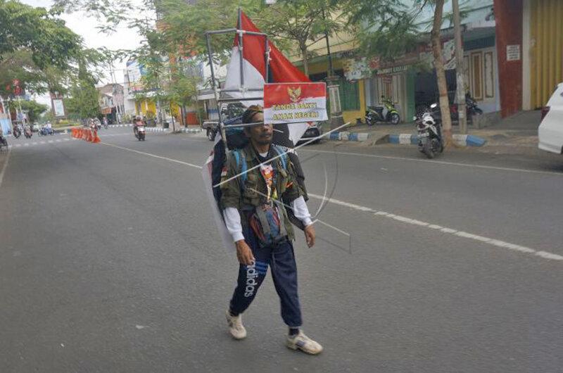 پياده روي برعكس مدي باستوني در اندونزي