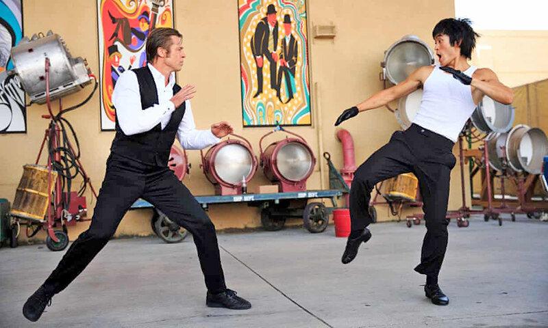 براد پيت و مايك مو در نقش بروس لي در فيلم روزي روزگاري در هاليوود