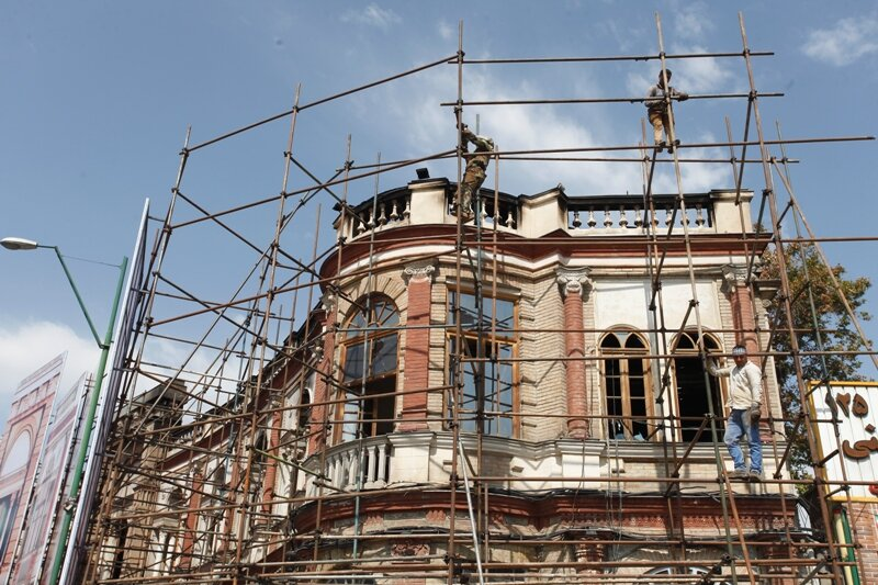 بازسازی میدان حسن آباد بعد از آتش سوزی