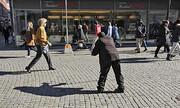 قانونمند شدن گدایی در سوئد |۲۱ دلار بده، ۹۰ روز گدایی کن