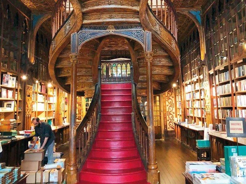کتابفروشی پرتغالي سالانه یک میلیون گردشگر  دارد