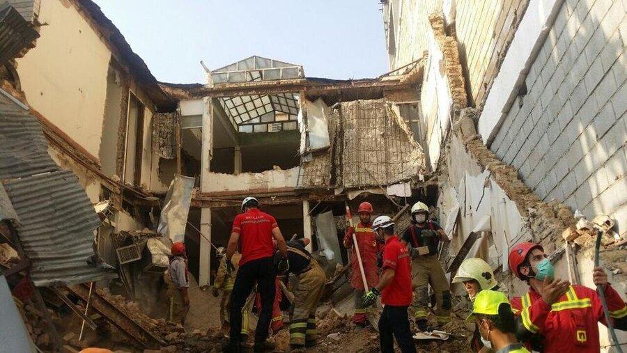 ریزش ساختمان سه طبقه در خیابان ظفر