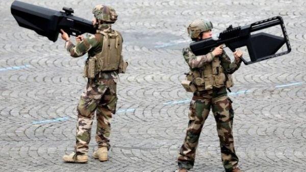 ارتش فرانسه از نویسندگان درخواست كمك كرد
