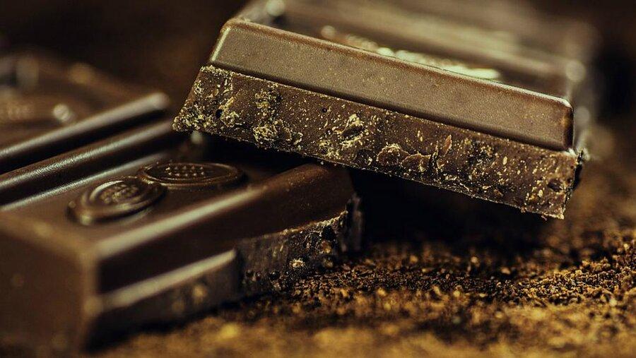 افرادی که شکلات تلخ میخورند کمتر به افسردگی مبتلا میشوند