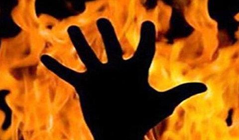 ویدئو | صحنه وحشتناک آتش زدن یک مرد در خانهاش - همشهری آنلاین