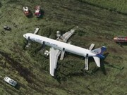 فیلم | فرود اضطراری هواپیمای روسی پس از برخورد با دسته پرندگان