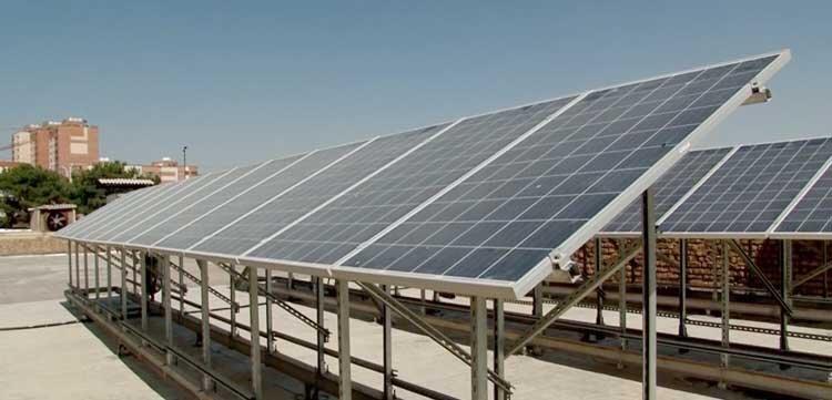 طلوع انرژی خورشیدی از بام اصفهان
