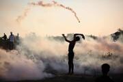 عکس روز: در برابر گاز اشکآور