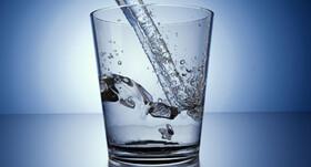 تاثیرات میکروپلاستیکها در آب آشامیدنی