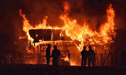مبارزه ۸۰ آتشنشان با شعلههای سرکش مدرسه اسکاتلندی