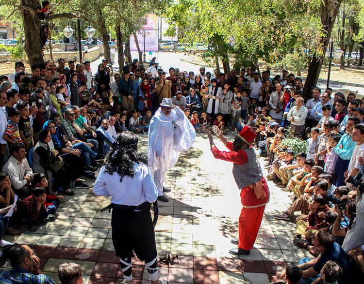 اجرای نمایش در شهر