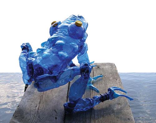 مجسمههایی با بطریهای آب معدنی
