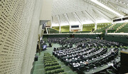 توزیع بیانیه بیهویت علیه رئیسجمهوری در مجلس
