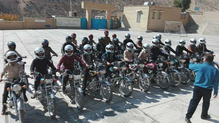 دانشآموزان موتورسوار