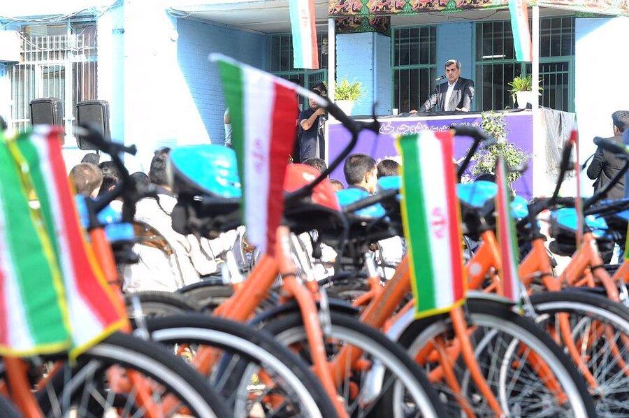 اهدای دوچرخه به دانش آموزان از سوی شهرداری