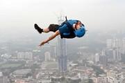عکس روز: بیس جامپر بر فراز برج مالزی