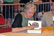 بازگشت نویسنده پرفروش به بازار کتاب پس از ۱۶ سال