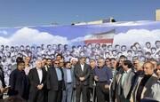 دیوارنگاره بزرگترین عکس یادگاری دفاع مقدس با حضور حناچی در میدان هفت تیر رونمایی شد