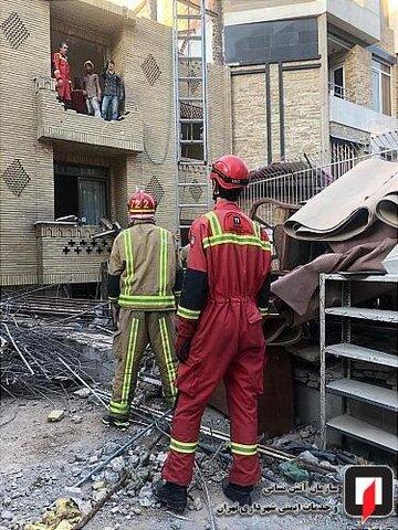 تصاویر   نجات معجزه آسای مرد جوان از زیر آوار ساختمان
