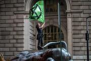 عکس روز: «عتراض علیه انقراض» در وال استریت