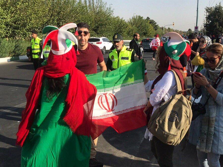 بانوان در استادیوم آزادی
