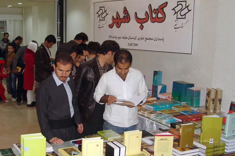 اختصاص ارز دولتی و یارانه برای خرید کتاب; کمبود بودجه برای نشر کتاب نداریم