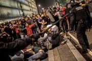 زد و خورد پلیس و معترضان در بارسلون؛ ۵۳ زخمی و لغو ۱۰۸ پرواز