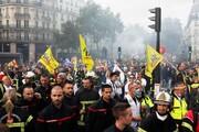 درگیری پلیس فرانسه با آتشنشانهای معترض در پاریس