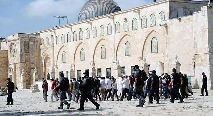يورش شهرك نشينيان به مسجد الاقصي
