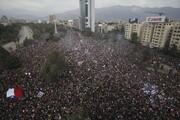 عکس روز: سانتیاگو در دست معترضان