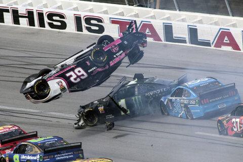 تصادم در مسابقه موتررانی NASCAR Cup Series - شهر تلدیگا، امریکا