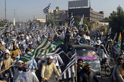 پلیس پاکستان به دنبال قطع فروش بنزین به معترضان