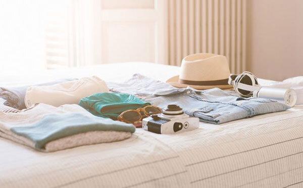 سفر - لباس - اتاق - تخت