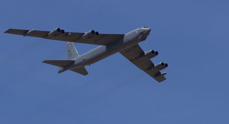 بمب افکن В-52