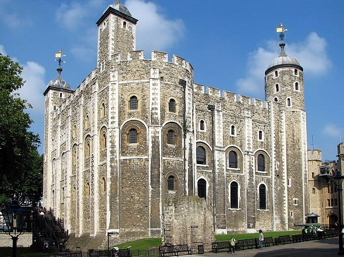 برج سفيد كه دوقلوي كوچك برج لندن ناميده ميشود