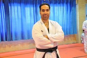 روحانی با حقوق ۳۵ برابری مربی تیم ملی کاراته روسیه شد