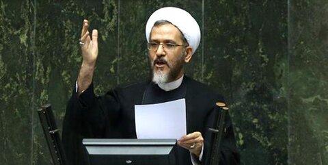 کنایههای یک نماینده به مخالفان ظریف با ادعاهای حسن عباسی | آمار روزنامه ایران از تجمع کنندگان علیه ظریف