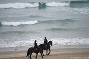 سواحل فرانسه با پدیده عجیبی روبرو شدهاند؛ بستههای کوکائین