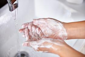 روش صحیح شستن دستها برای پیشگیری از آنفلوآنزا و سرماخوردگی | آیا ضدعفونیکنندههای دست مؤثرند؟