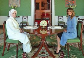 لباس ۳۵ میلیونی ملانیا در دیدار با امینه |پذیرایی در اتاقهای سبز و آبی و قرمز